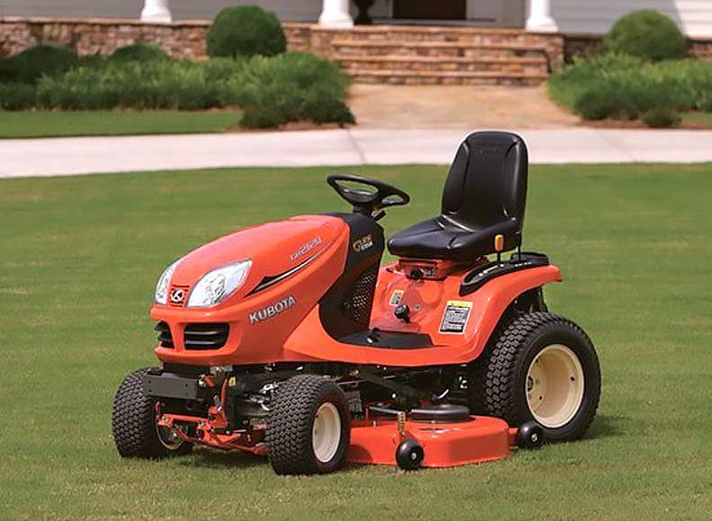 Kubota GR2120 Lawn Tractor in yard